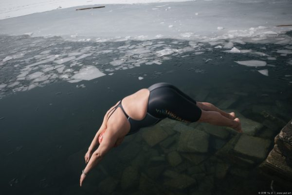 During the worst of the outbreak of the new coronavirus, these people were still swimming in winter.